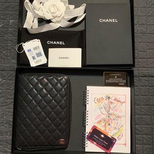 Very ❤️RARE brand new 2018 zipper agenda Chanel